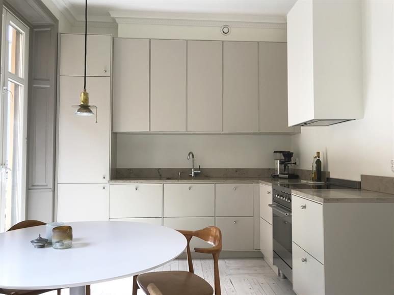 Newly renovated kitchen with direct access to balcony