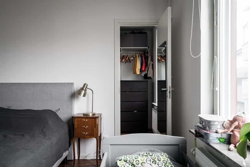 Det stora sov rummet med walk in closet.