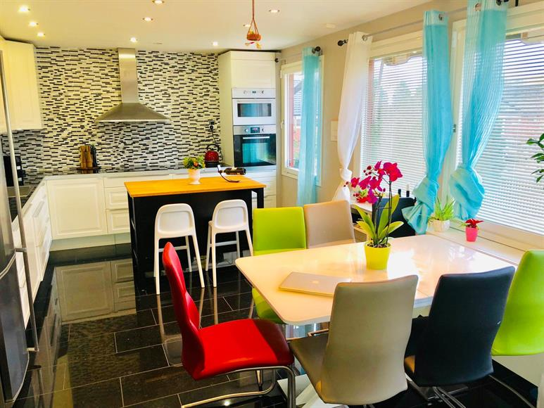 Large Kitchen with Fully equipped and with Kitchen island