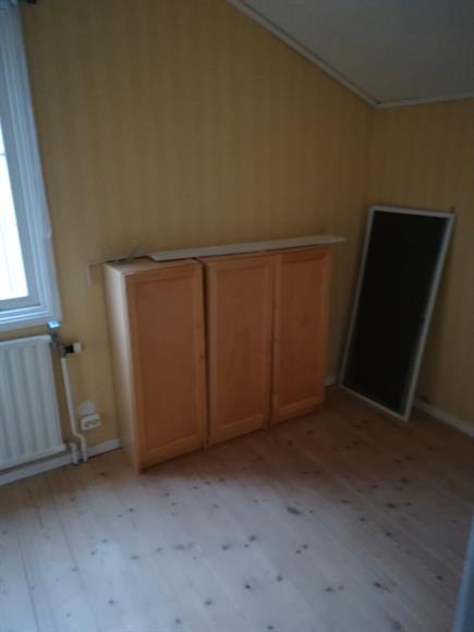 Del 2 av andra sovrummet på övervåningen.