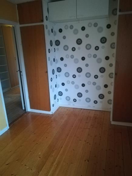 Del 2 av första sovrummet.