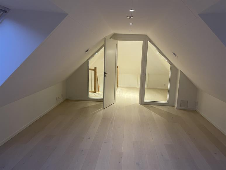 Vindsrummet , Finns yttligare 2 sovrum till på nedervåningen.