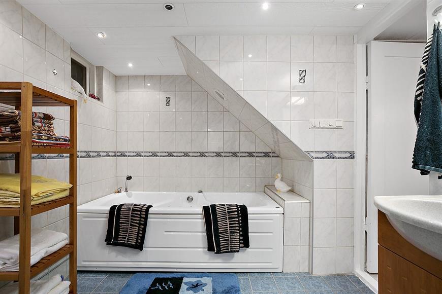Badrum i källaren.