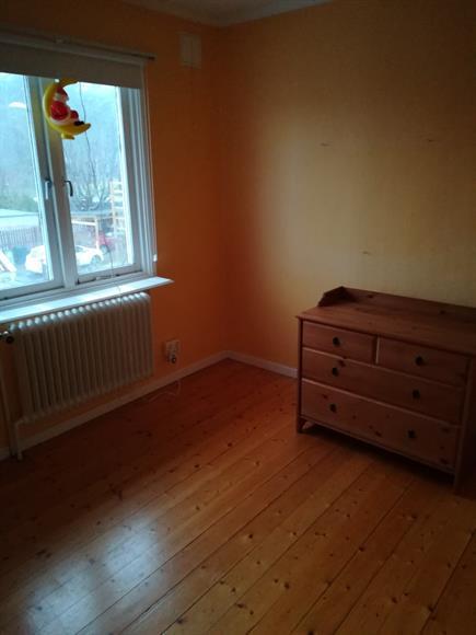 Del 1 av första sovrummet på övervåningen.