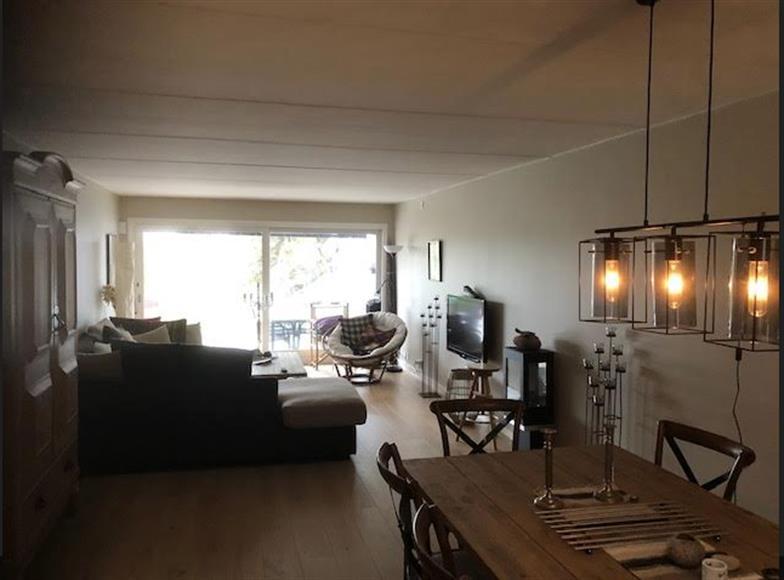 Nya golv i kök, vardagsrum och hall
