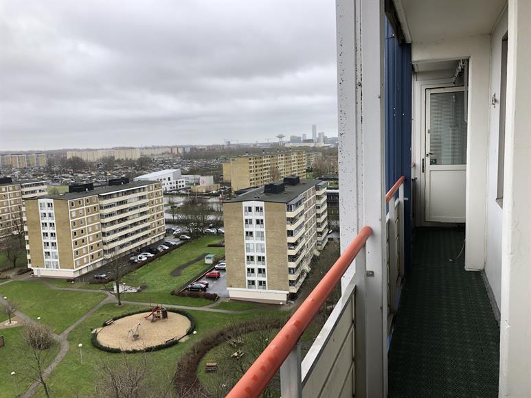 Balkong med utsikt över stan & Pildammsparken.